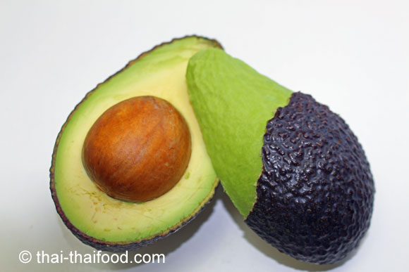Aufgeschnittene reife Avocado