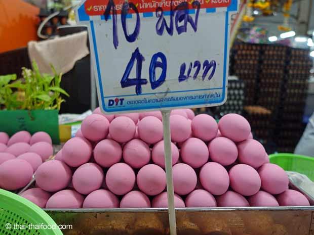 1000 jähriges Ei auf einem Thai Markt