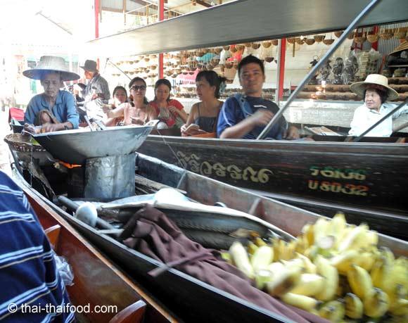 Thai Garküche auf dem Boot