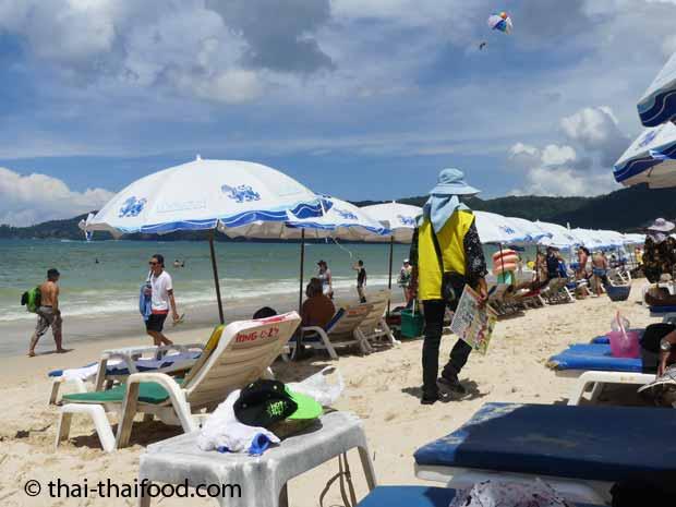 Strandverkäufer am Patong Beach