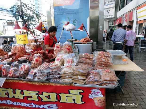 Verkaufsstand für getrocknetes Fleisch in Thailand