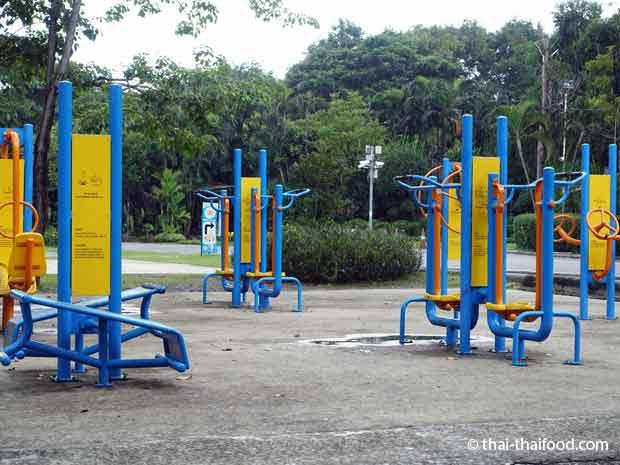 Fitness im Suan Rot Fai Park Bangkok