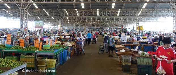 Verkaufshalle auf dem Talat Thai Markt
