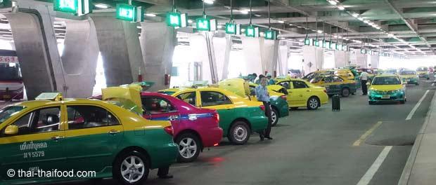 Taxibuchten am Flughafen Bangkok