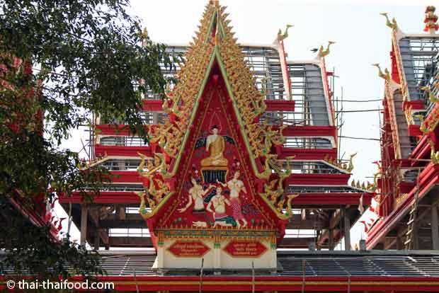 Kleiner Tempel Neubau in einem Thai Dorf