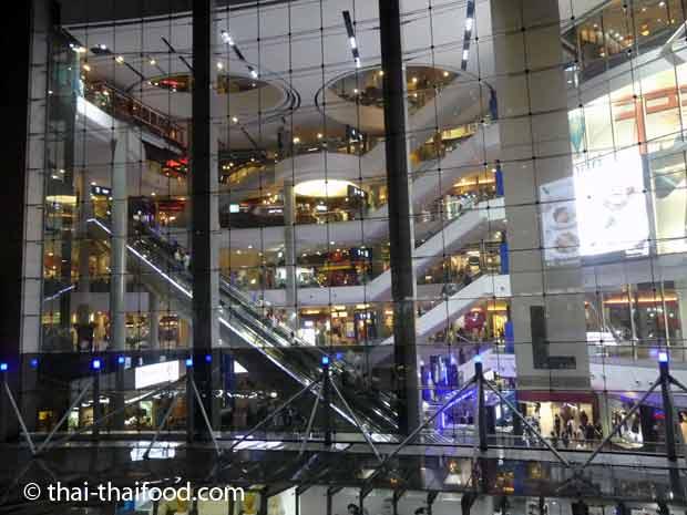 Terminal 21 Bangkok Glasfassade
