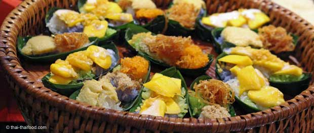 Thai Food im Bananenblatt serviert