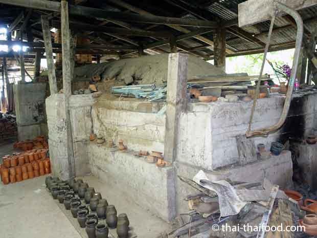 Thailändischer Brennofen für Ton auf Koh Kret
