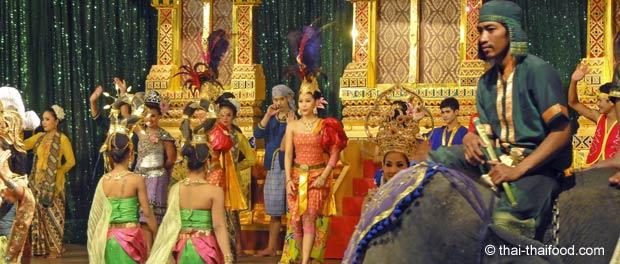 Klassische Thai-Tänze mit Thai-Tänzerinnen