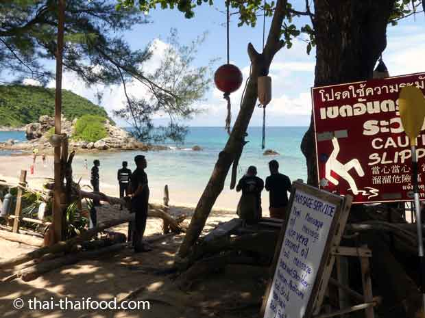 Thai Massage am Eingang zum Yanui Beach