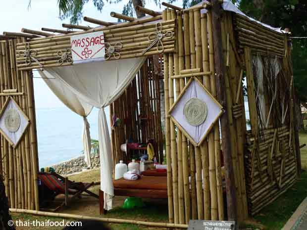 Thai Massage am Strand von Koh Chang