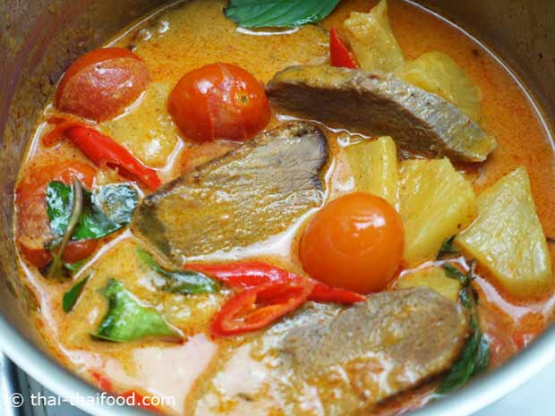 Rotes Thai Curry mit knuspriger Ente