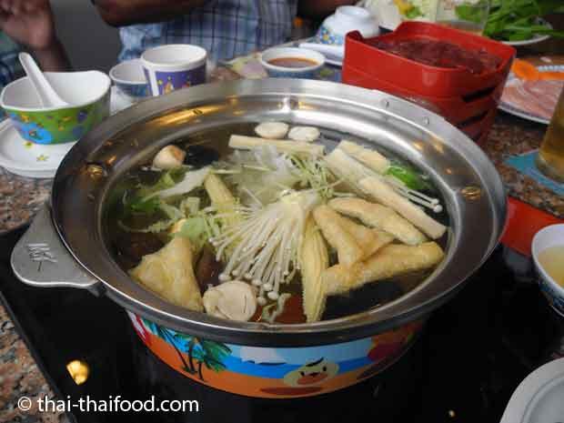 Thai Sukiyaki Eintopf im MK Restaurant