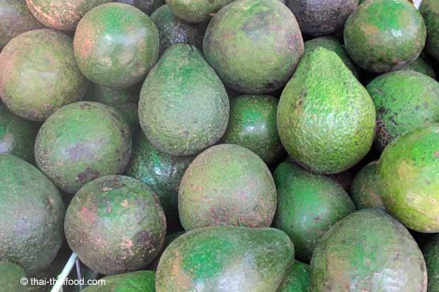 Avocado Verkauf auf einem thailändischen Markt