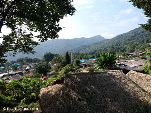 Thailändisches Dorf in den Bergen von Nord Thailand