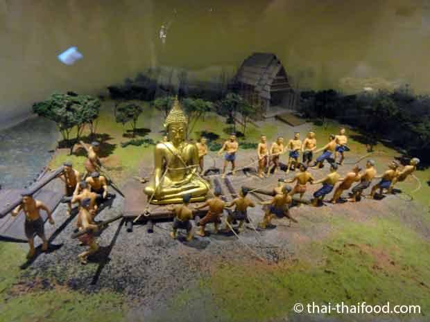 Transport der goldenen Buddha Statue