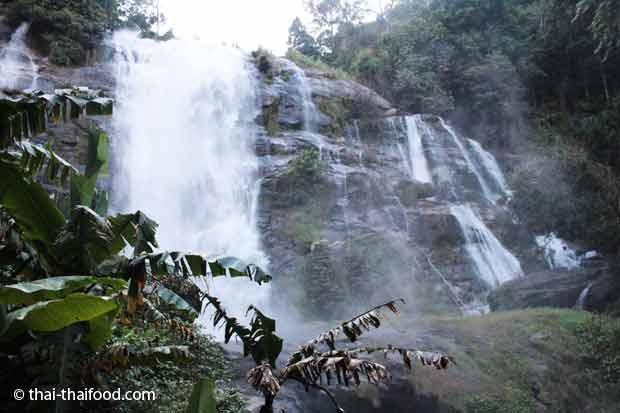 Wachirathan Wasserfall bei Chiang Mai