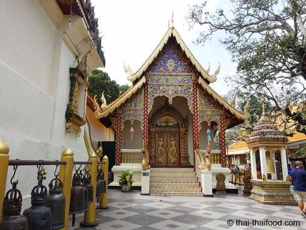 Vorhof des Wat Suthep