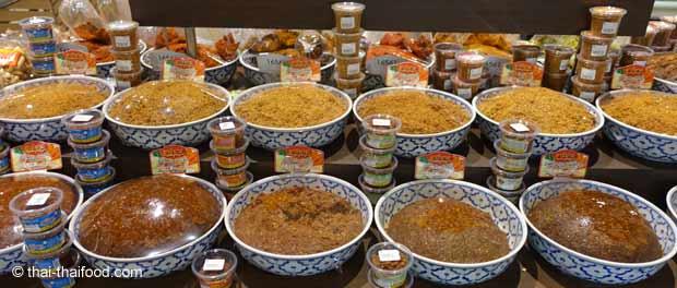 Würzpasten im Thai Supermarkt kaufen