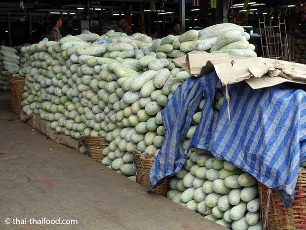 Wachskürbisse auf dem Talat Thai Markt