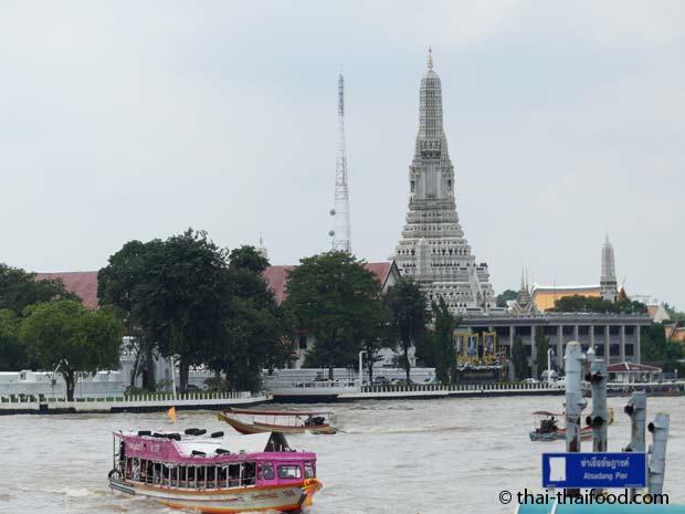 Wat Arun Tempel am Chao Phraya Fluss