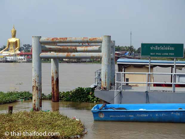 Pier am Wat Phai Lorm auf Koh Kret