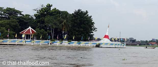 Wat Poramai Yikawat Chedi am Chao Phraya