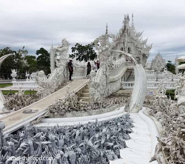 Die Brücke zum weißen Tempel