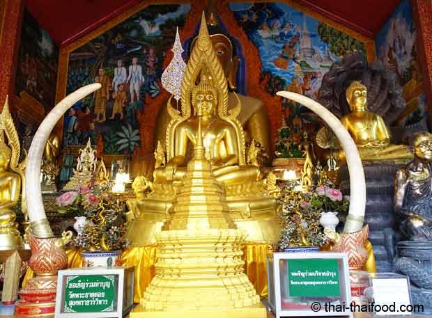 Kapelle in der Tempelanlage Wat Sukhet