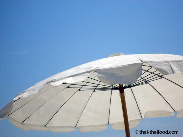 Blauer Himmel auf der Insel Koh Samet