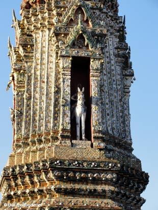 Kleiner Prang mit Windgott Phra Phai