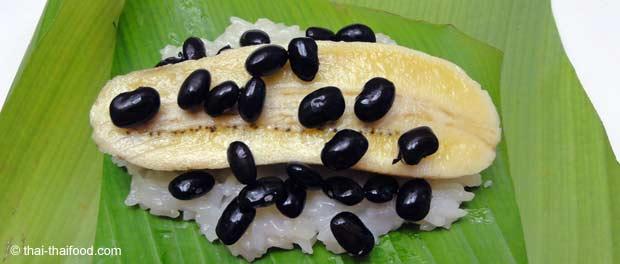 Thai Süssigkeiten im Bananenblatt eingewickelt