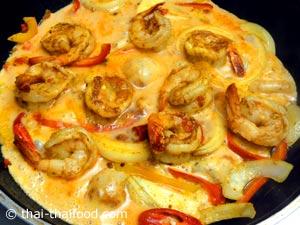 Shrimp Curry Zutaten mischen