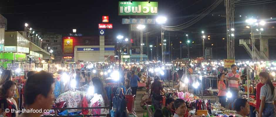 Der Nachtmarkt in Korat