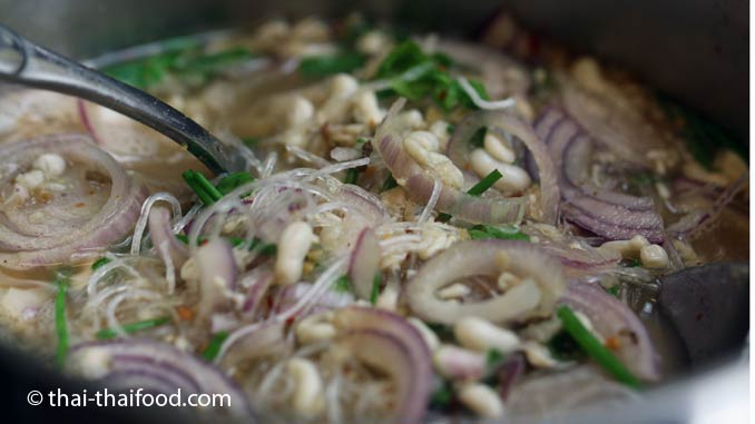 Thailändische Ameiseneier Suppe