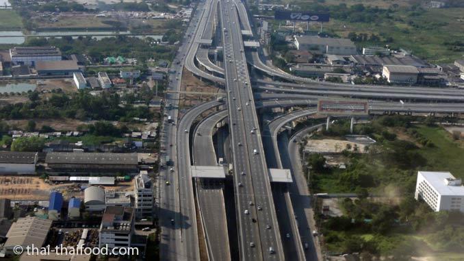 Vielspurige Autobahnen bei Bangkok