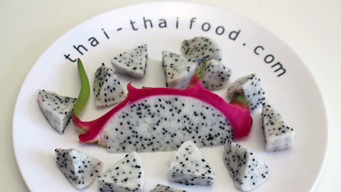 pinke Drachenfrucht essen