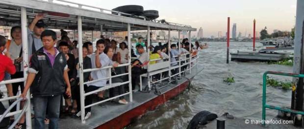 Expressboote auf dem Chao Phraya River
