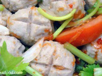 Fleischbällchen Salat