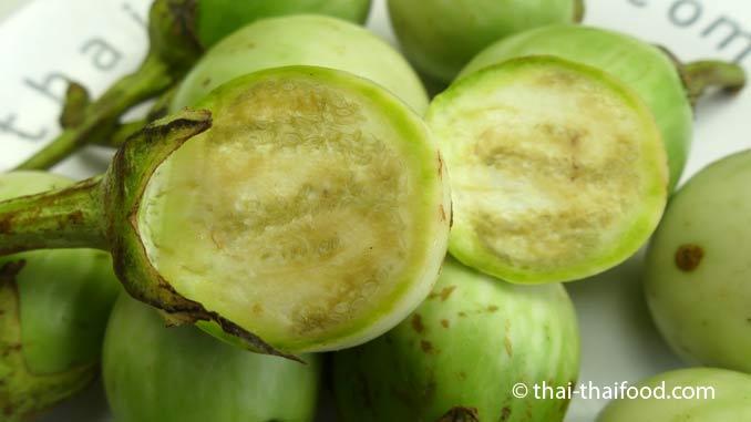 Thai Eggplant, halbiert