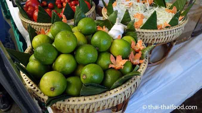 Thailändische Früchte Limetten Ma Nao