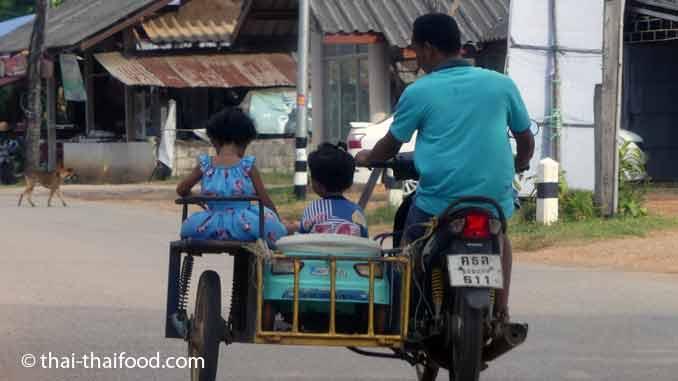Motorroller mit Seitenwagen