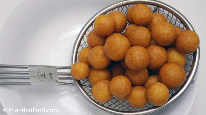 Kartoffelbällchen Kanom Khai Nok Krata