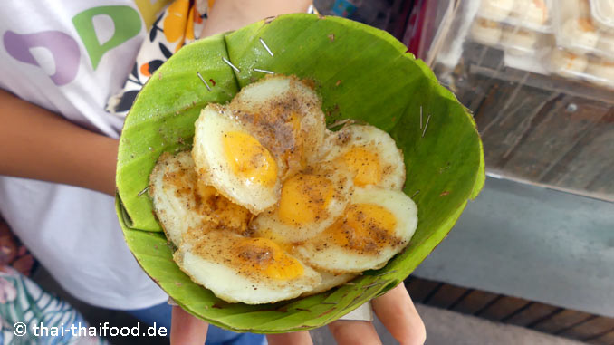 Kleine Eier essen in Thailand