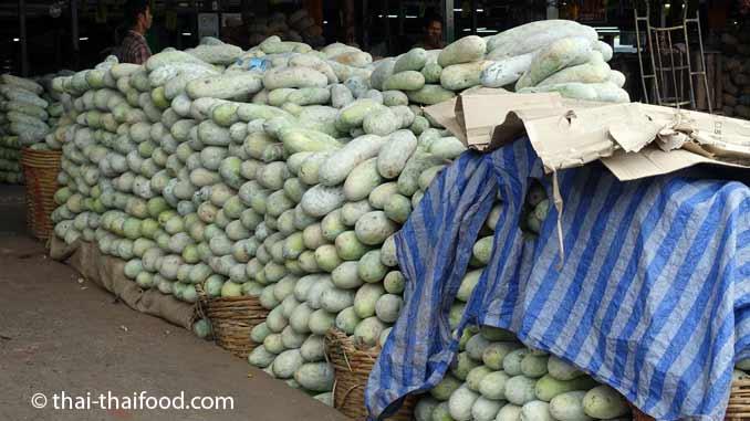 Wachskürbisse auf dem Talad Thai Markt